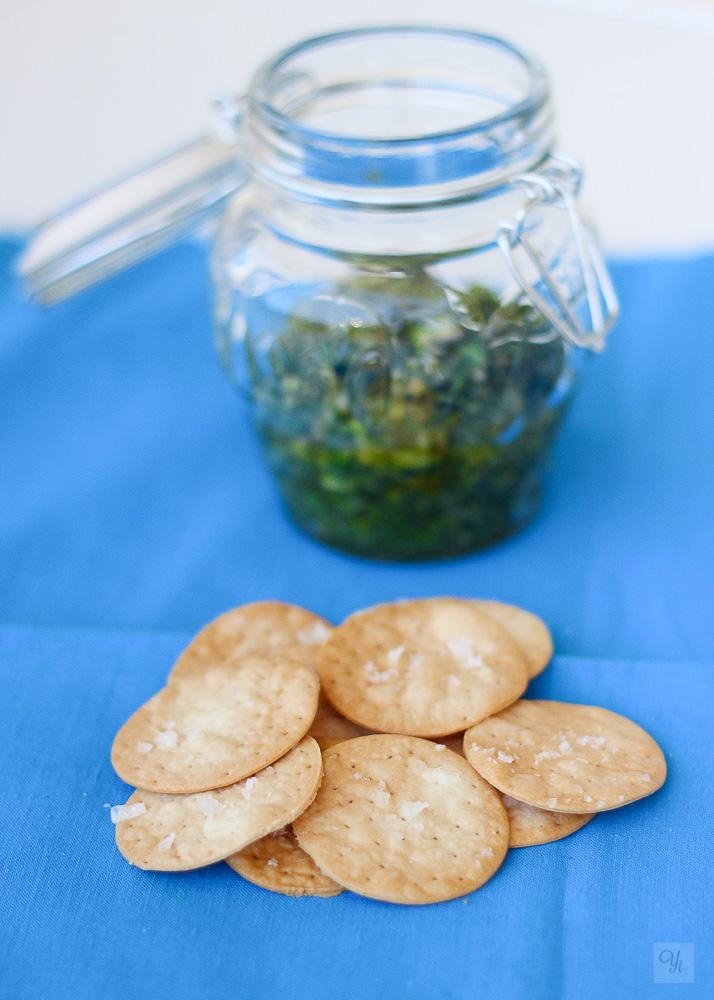 Galletas saladas express con pesto.