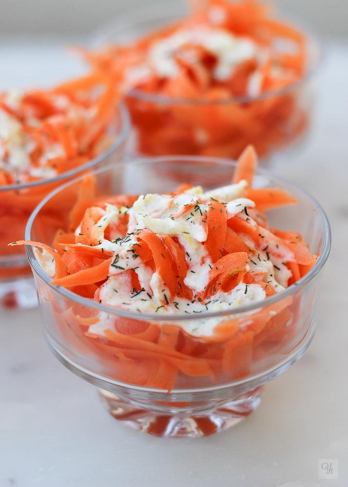 Cintas de zanahoria con salsa de tahini