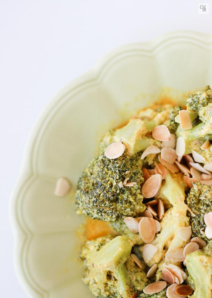 Brócoli con salsa de yogur y mostaza